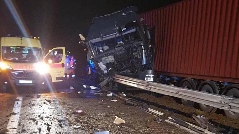 Poznati detalji nesreće. Krš i lom na autocesti
