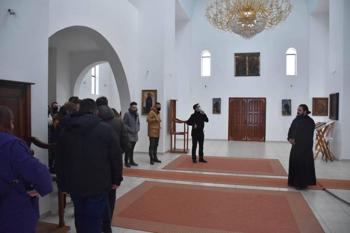 Maturanti Katoličke gimnazije Požega posjetili dvije kršćanske Crkve
