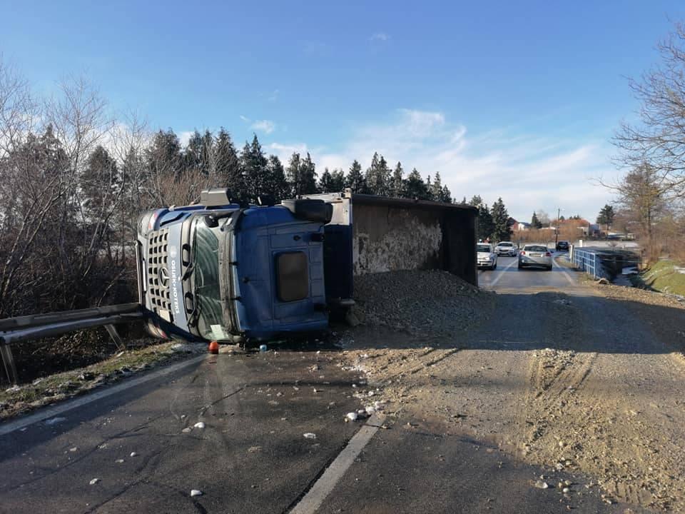 Za jučerašnje prevrtanje kamiona u Kuli kriv 42-godišnji vozač