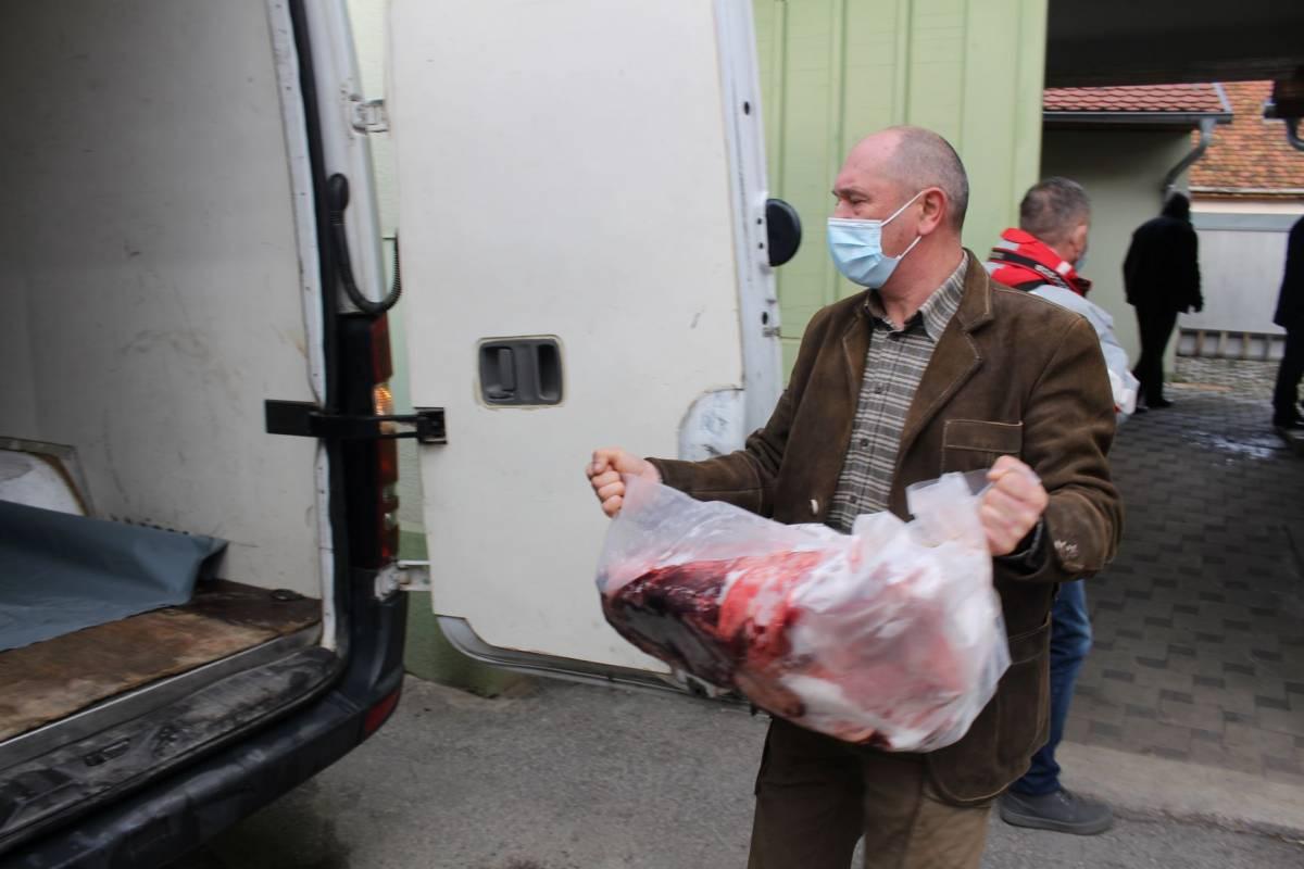 Lovački savez PSŽ i Požeško-slavonska županija donirali meso za ljude na potresom pogođenom području