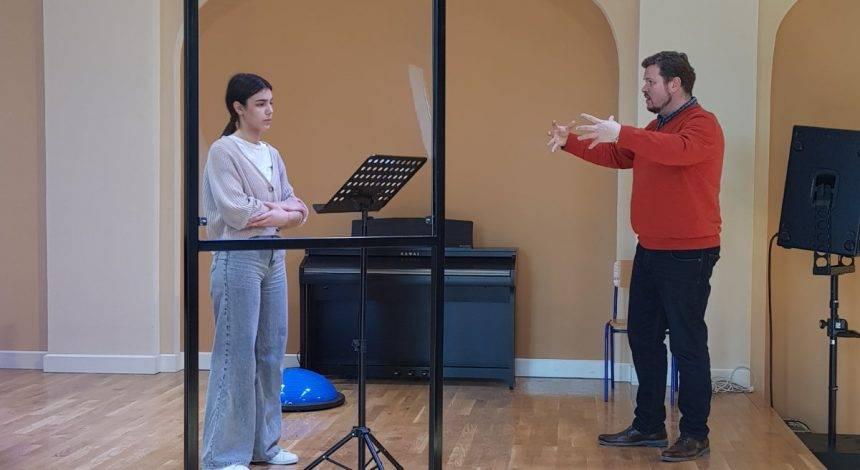 Proslavljeni hrvatski tenor Tomislav Mužek održao seminar u Glazbenoj školi Požega