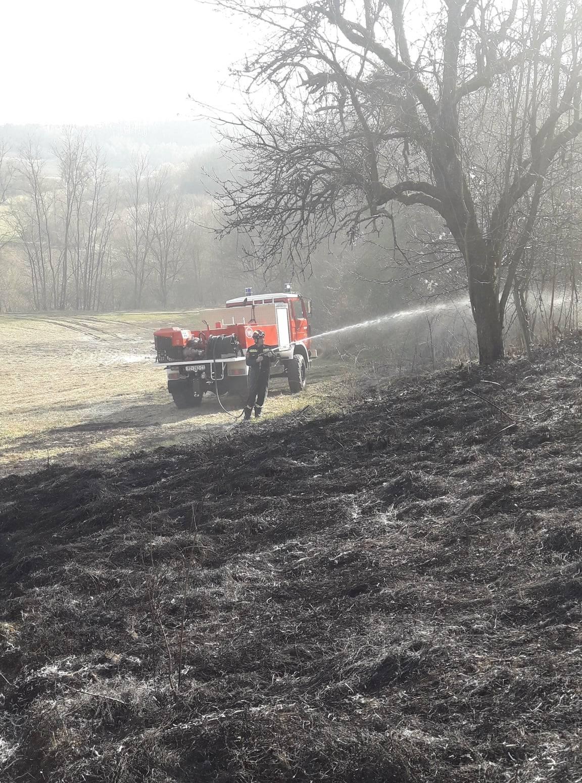 Zbog nepažljivog spaljivanja otpada jučer u Požegi požar na otvorenom