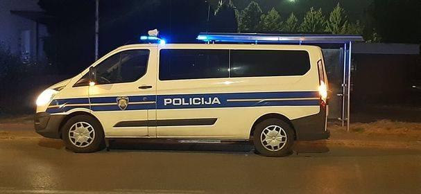 U Slavonskom Brodu djeca ukrala dva automobila i razbila ih