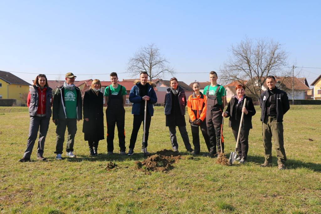 "Slavonski Brod priključio se nacionalnoj kampanji ""Zasadi stablo, ne budi panj"""