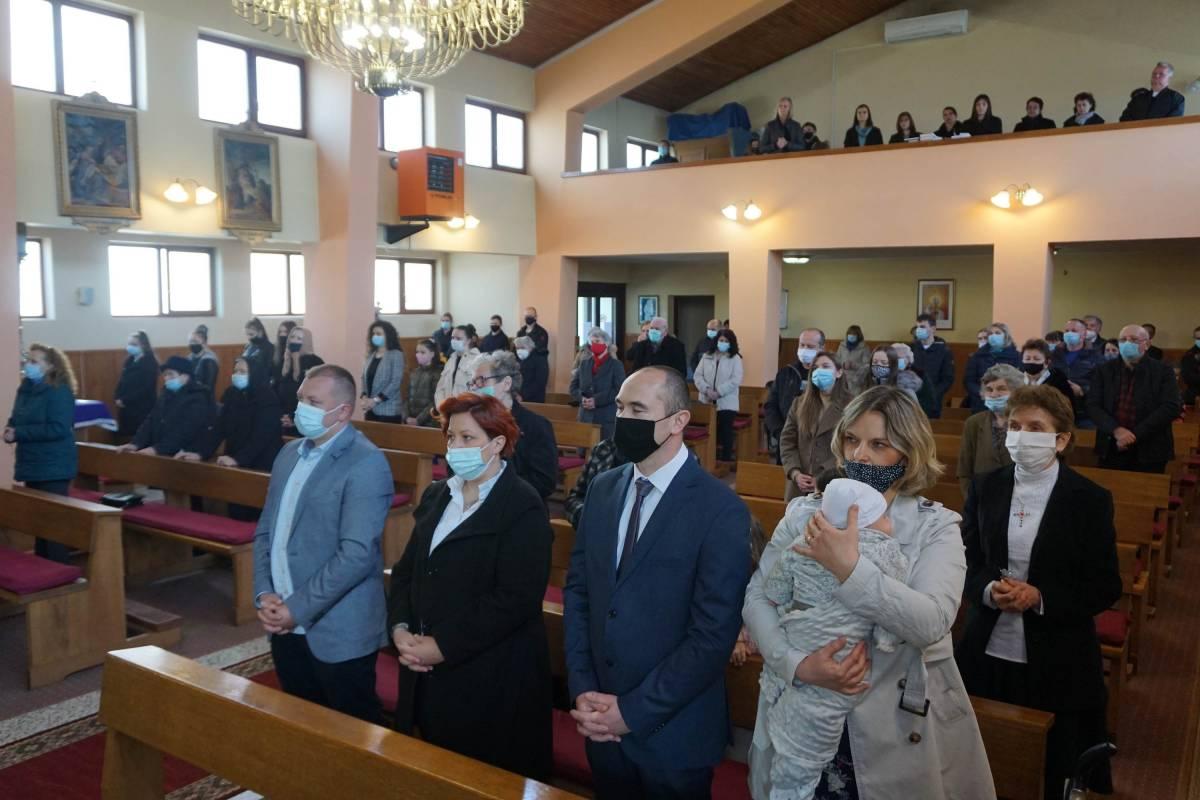 Biskup Škvorčević krstio peto dijete obitelji Babić u Požeškom Brestovcu