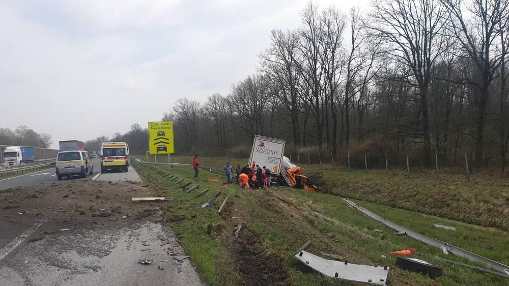 Pripadnici HGSS-a Slavonski Brod prvi pružili pomoć ozlijeđenima u prometnoj nesreći