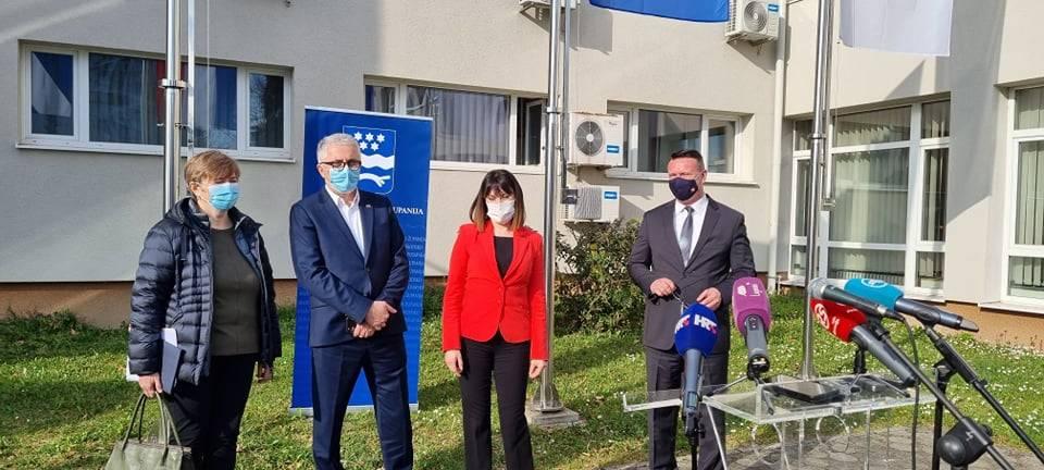 ʺZakašnjelaʺ ministrica u Slavonskom Brodu, a načelnici u kafićima