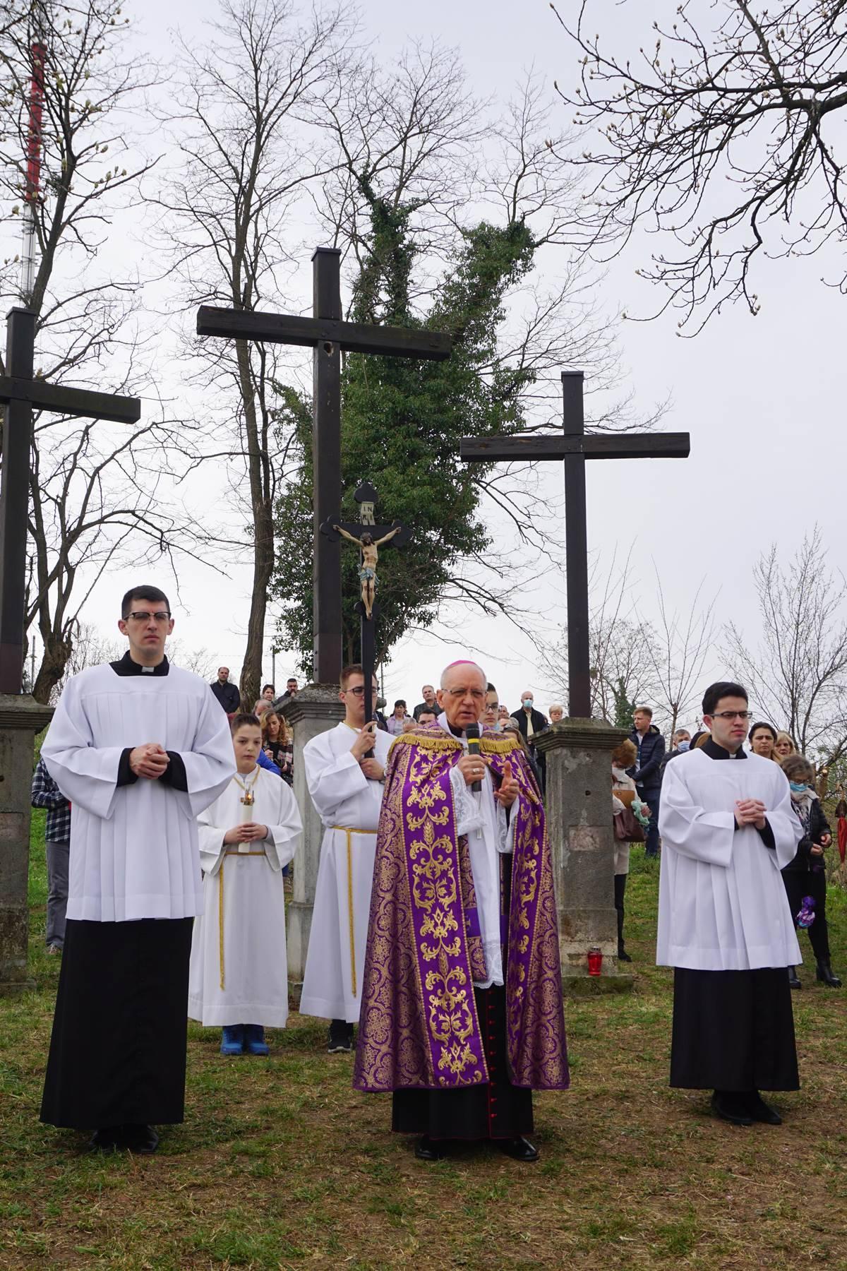 Križni put na Veliki petak na požeškoj Kalvariji