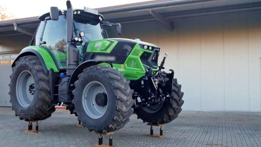 Svjetski rekord: Parkirali traktor na 12 pivskih boca