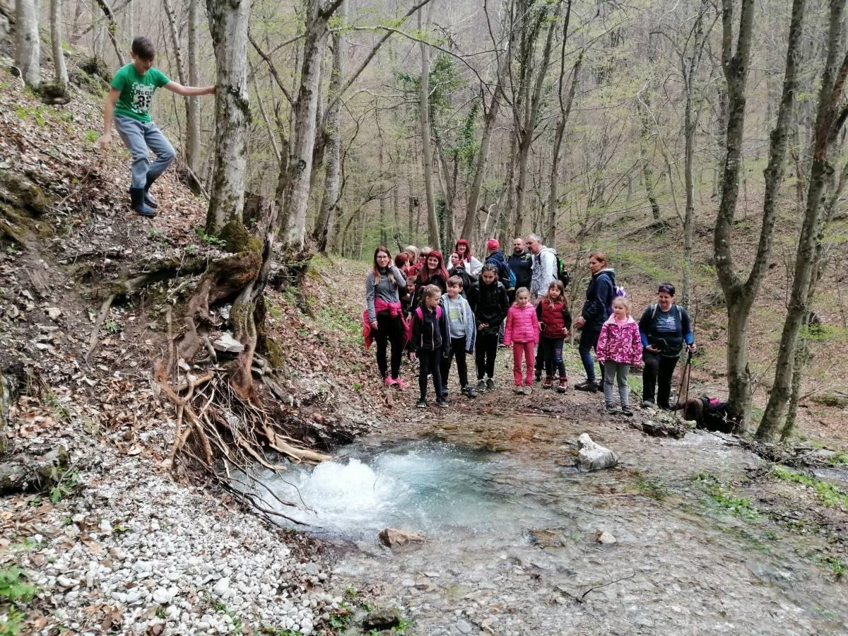 Planinarska sekcija Pegaz zajedno s vodičima iz HPD Gojzerica organizirala izlet na izvor Veličanke