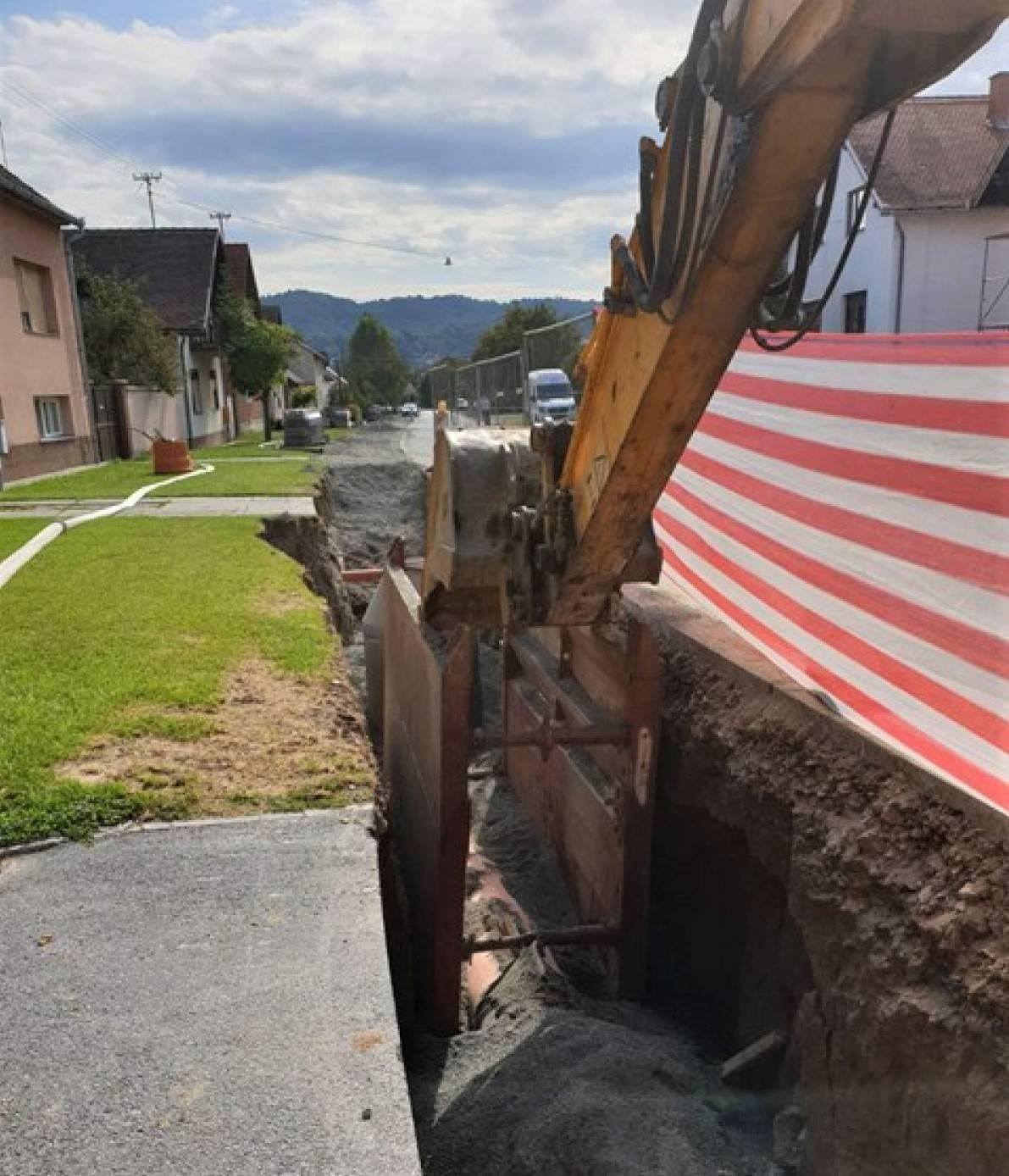 Ulica E. Kvaternika raskopana mjesecima, izvođač radova na upite ne odgovara, a radovima se ne nazire kraj