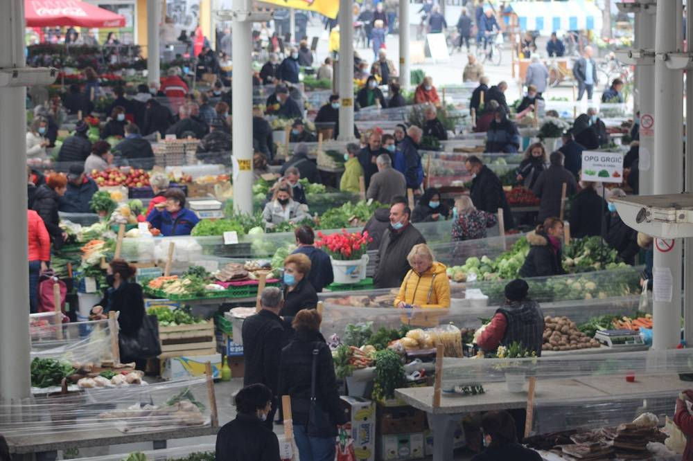 Evo kako je jutros izgledala brodska tržnica