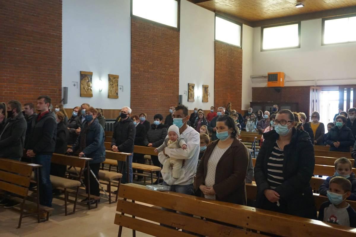 Biskup Škvorčević krstio jedanaesto dijete roditelja Mihić
