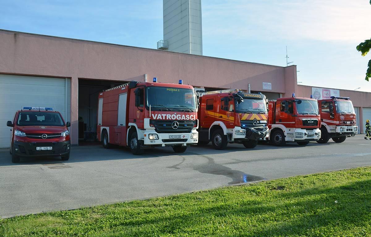 Požeški vatrogasci od jučer su bogatiji za dva nova vozila