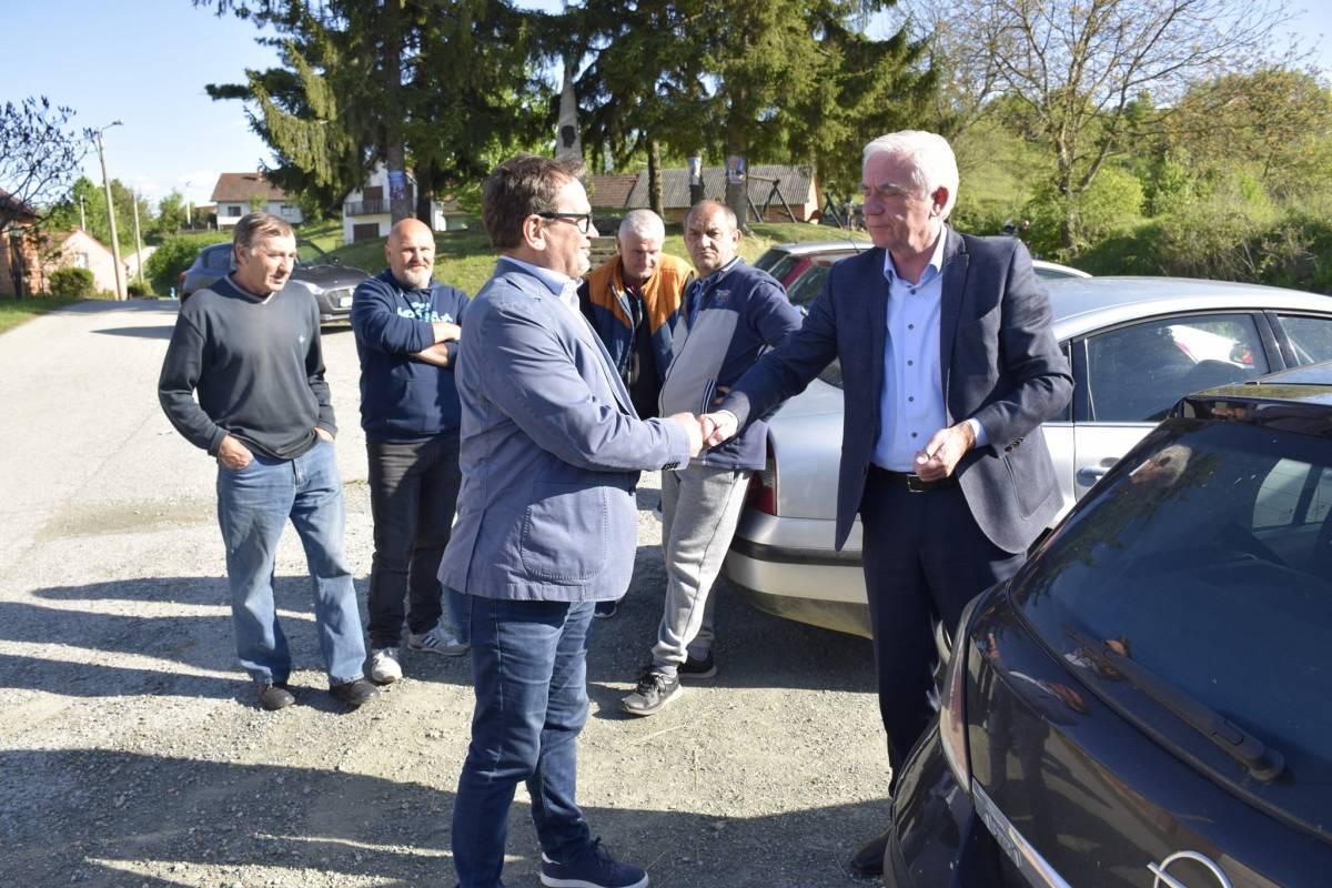 Kandidat za gradonačelnika Požege prof. dr.sc. Željko Glavić među svojim Požežanima