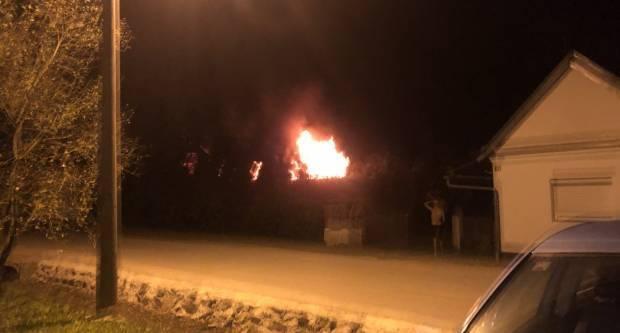 Požar u Sl. Brodu, izgorjelo krovište kuće
