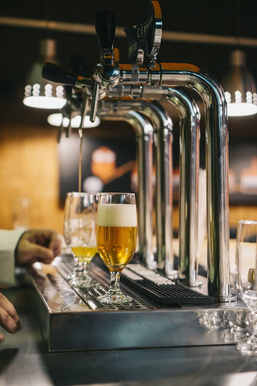 Jeste li se ikada pitali koliko je mjehurića u pivu? Ovi znanstvenici nisu prestali točiti dok nisu otkril