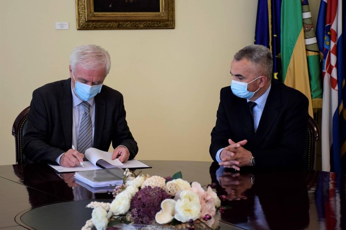 Obavljena primopredaja: dr.sc. Željko Glavić preuzeo dužnost gradonačelnika Grada Požege