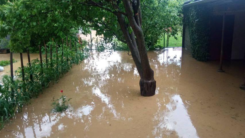 Nakon jače kiše ponovno poplavljeni podrumi u Frankopanskoj ulici