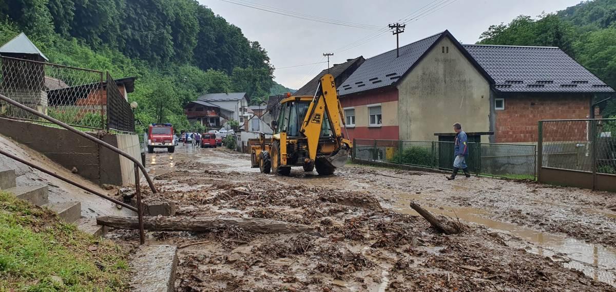 Požeški vatrogasci saniraju štetu od poplava, mole se građani da pomognu koliko mogu