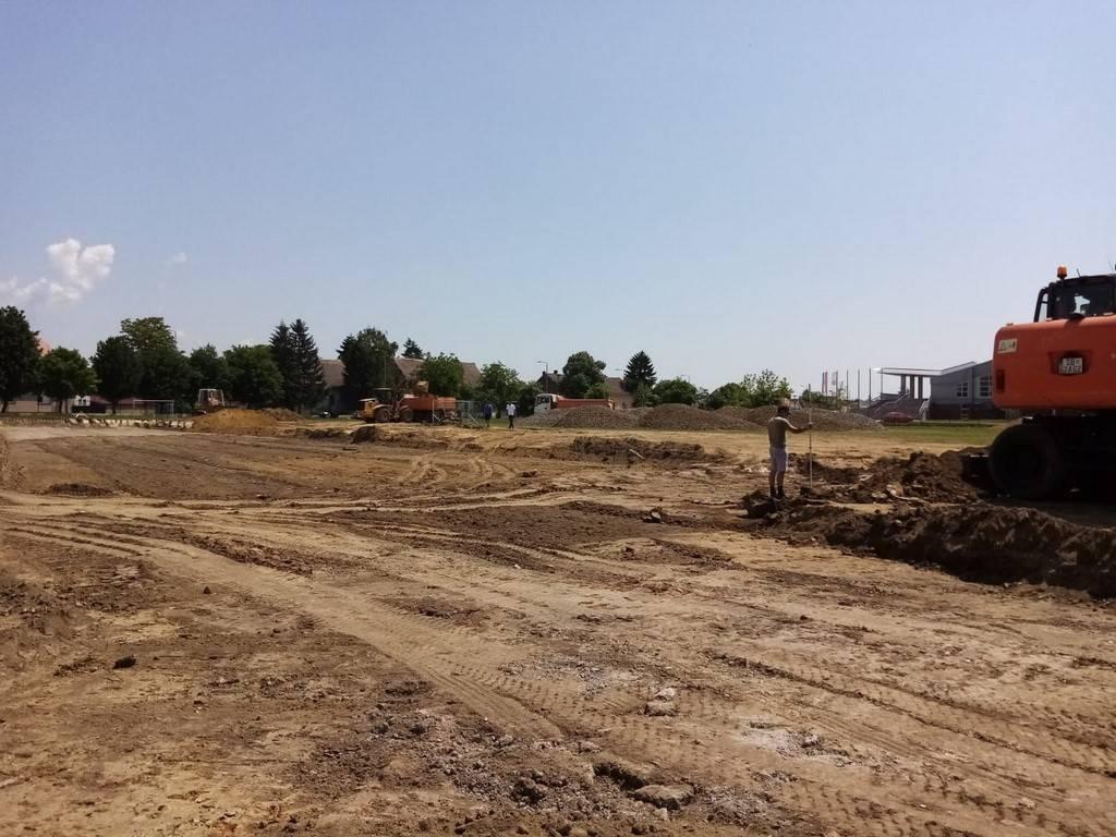 Započeli radovi na postavljanju umjetne podloge na pomoćnim terenima stadiona kraj Save