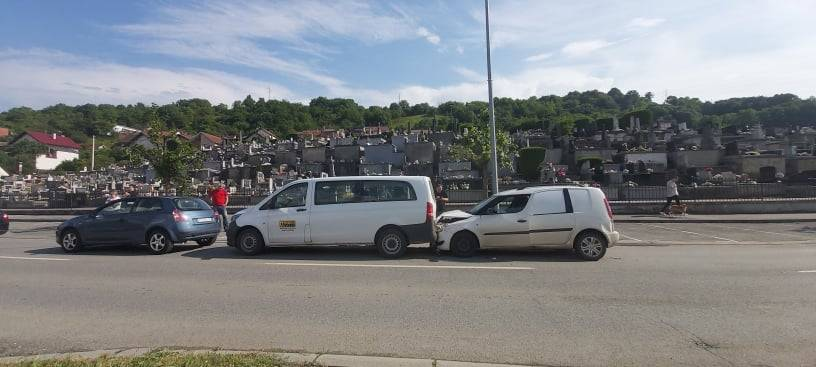 Lančani sudar kod Ilijinog groblja, sudarila se četiri automobila