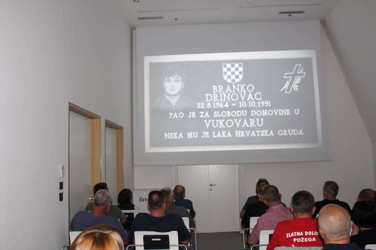U Gradskoj knjižnici Požega prikazan dokumentarni film o vukovarskom heroju Branku Drinovcu-Legi