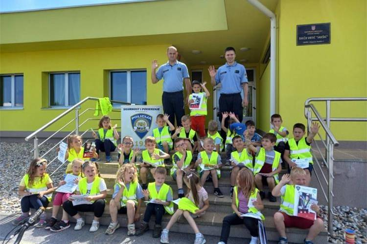 U vrtiću u Jakšiću policijski službenici održali edukativno predavanje djeci predškolskog uzrasta