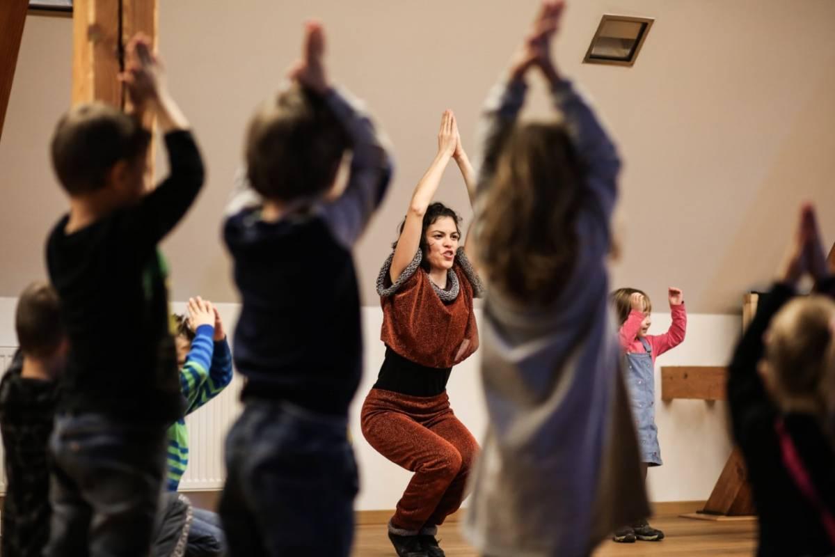 Najava plesno - kazališne predstave ʺASTRONAUTIʺ za završetak edukacijskog programa plesne sezone UO Plesna radionica Ilijane Lončar
