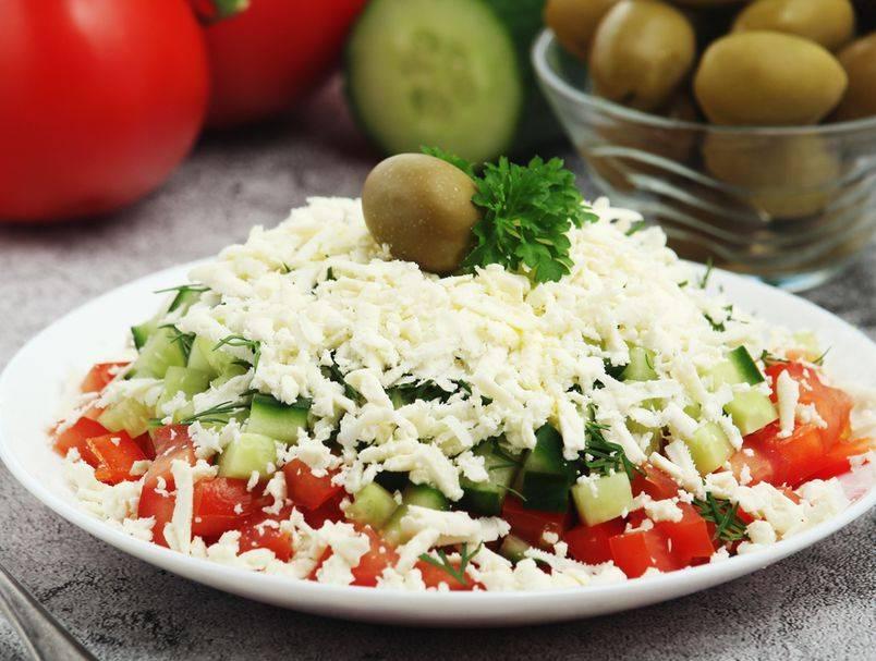 Osvježavajuća šopska salata: Recept za pravi zasitni ljetni ručak koji ne trebate kuhati
