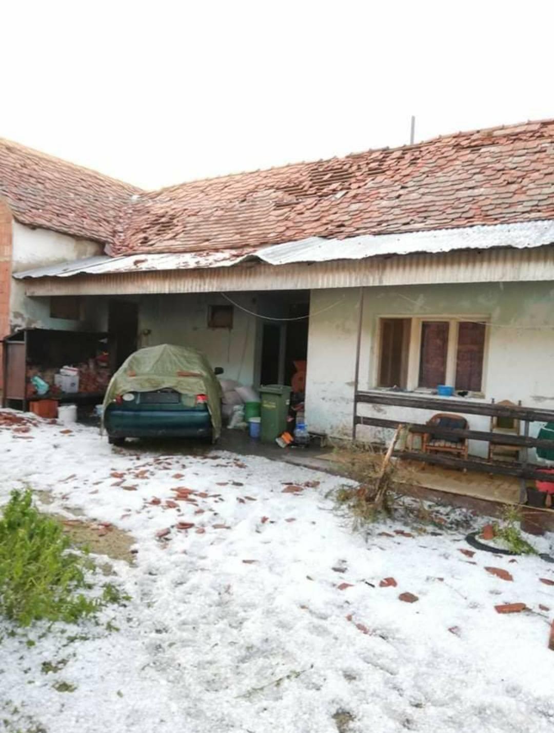 Jučerašnje nevrijeme uništilo gotovo cijelo selo Tekić