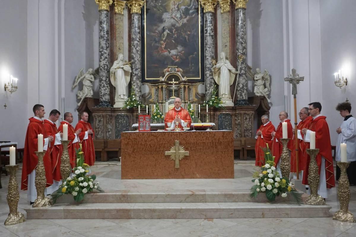 Misa zahvalnica u požeškoj Katedrali prigodom 800.obljetnice Zbornog kaptola sv. Petra