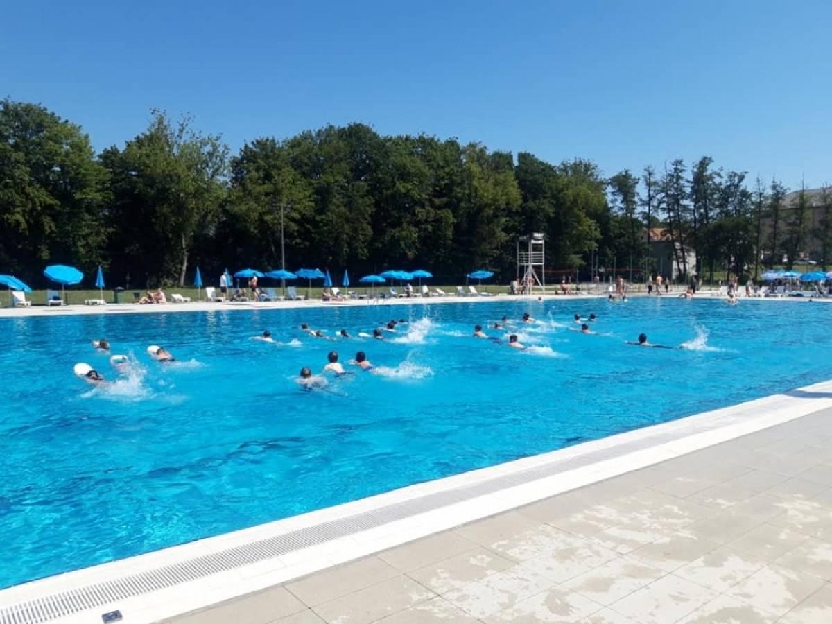 OBUKA NEPLIVAČA Upisi u školu plivanja ovaj vikend, 3. i 4. srpnja od 9 do 11 i od 16 do 18 sati na Gradskim bazenima