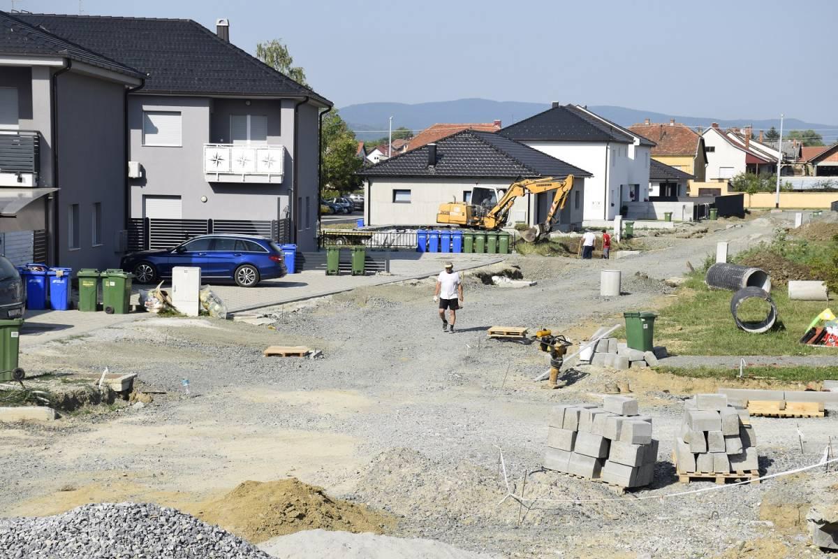 Radovi u Požegi: Priprema za asfaltiranje Bakačeve ulice na Sajmištu