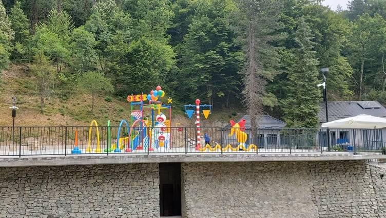 Iako je vani tmurno, razveselit ćemo vas s nekoliko fotki novih veličkih bazena. Otvorenje je uskoro!