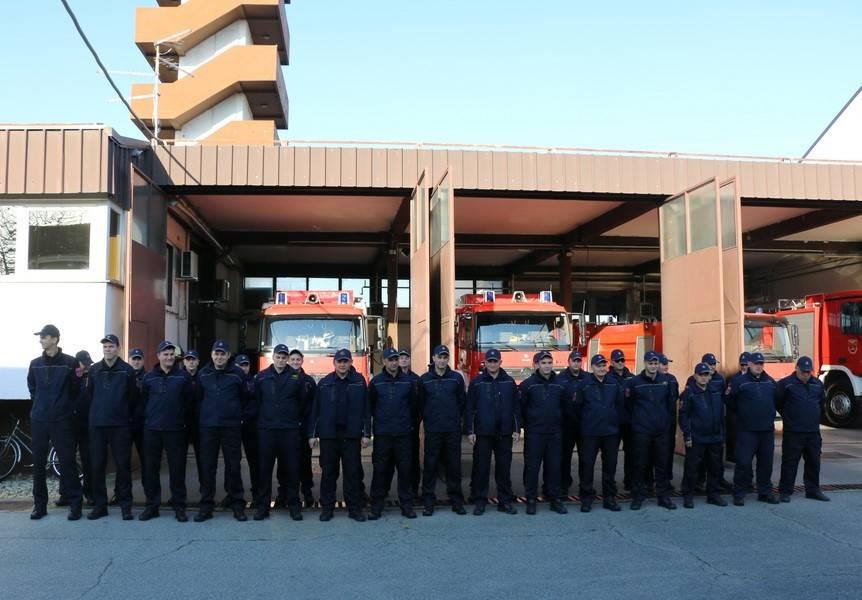Pripadnici Javne vatrogasne postrojbe Grada Slavonskog Broda među prvima koji su pomogli unesrećenima