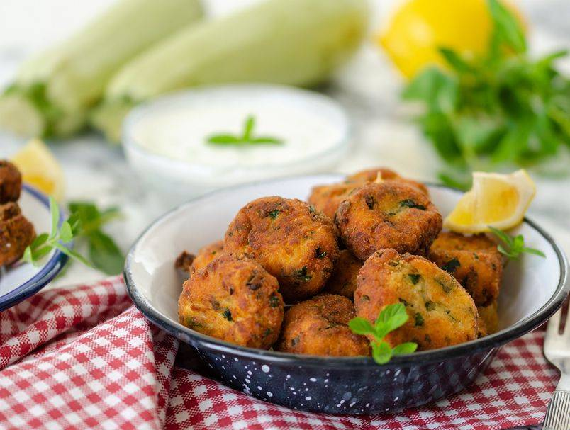Broj 1 ljetno jelo: Najlakši recept za najsočnije polpete od tikvica