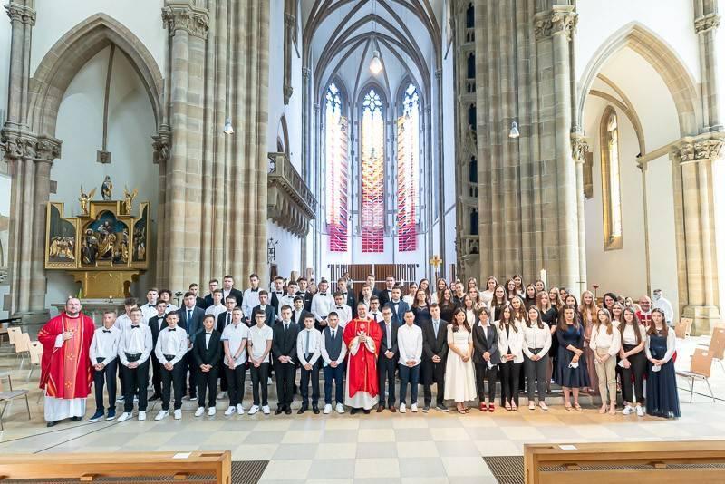 U najvećoj hrvatskoj katoličkoj župi u Njemačkoj 215 mladih Hrvata primilo sakrament sv. Potvrde