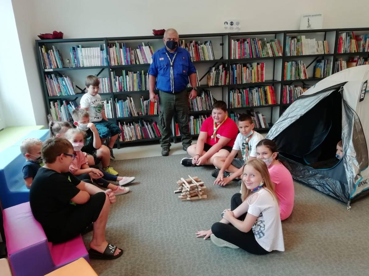 Mali izviđači u Knjižnici