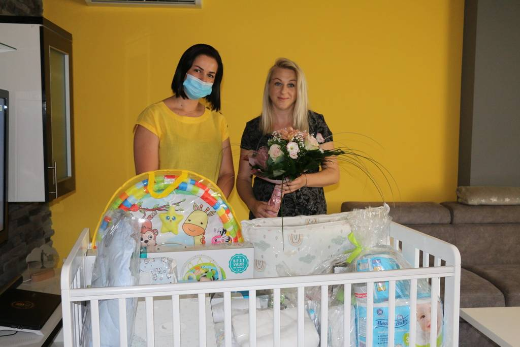 Zamjenica gradonačelnika uručila vrijednu opremu za bebe u pet brodskih obitelji