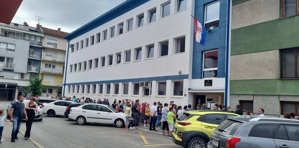 Velike gužve u Slavonskom Brodu za nove osobne. Neće vam više trebati zdravstvena iskaznica