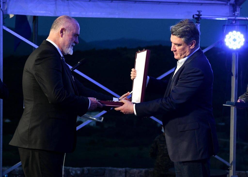 Milanović u Kninu odlikovao Brestovčanina, generala Zvonka Peternela