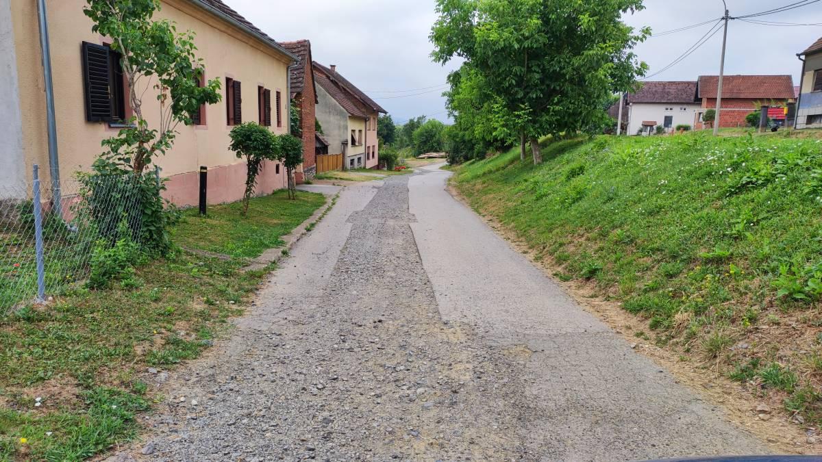 JOŠ JEDAN NEDOVRŠEN POSAO: Pojedini mještani iz Sulkovaca i dalje čekaju na popravak ceste