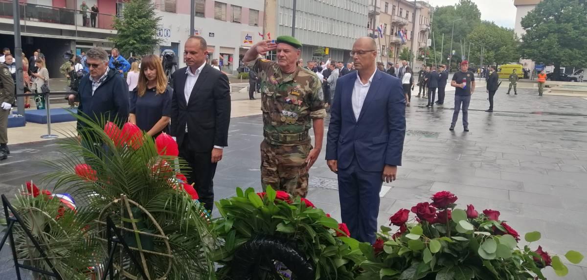 Zastupnica Vlašić-Iljkić i izaslanstvo SDP-a položili vijence povodom Dana pobjede u Kninu