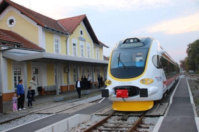 SRAMOTA: Putnici ostavljeni u Novoj Kapeli-vlak ih nije čekao