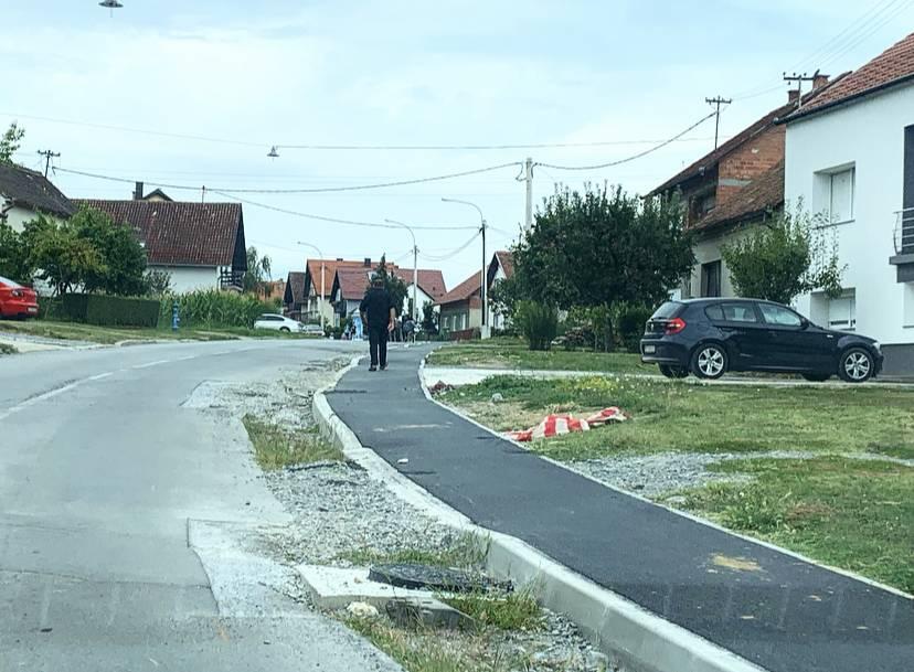 Na iskopanim dijelovima ceste raste trava: Radovi u E. Kvaternika traju već gotovo godinu dana