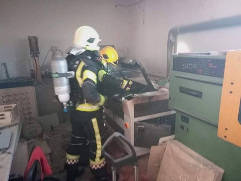 U jučerašnjem požaru gospodarske zgrade, gorio stroj za lasersko graviranje i rezanje drveta