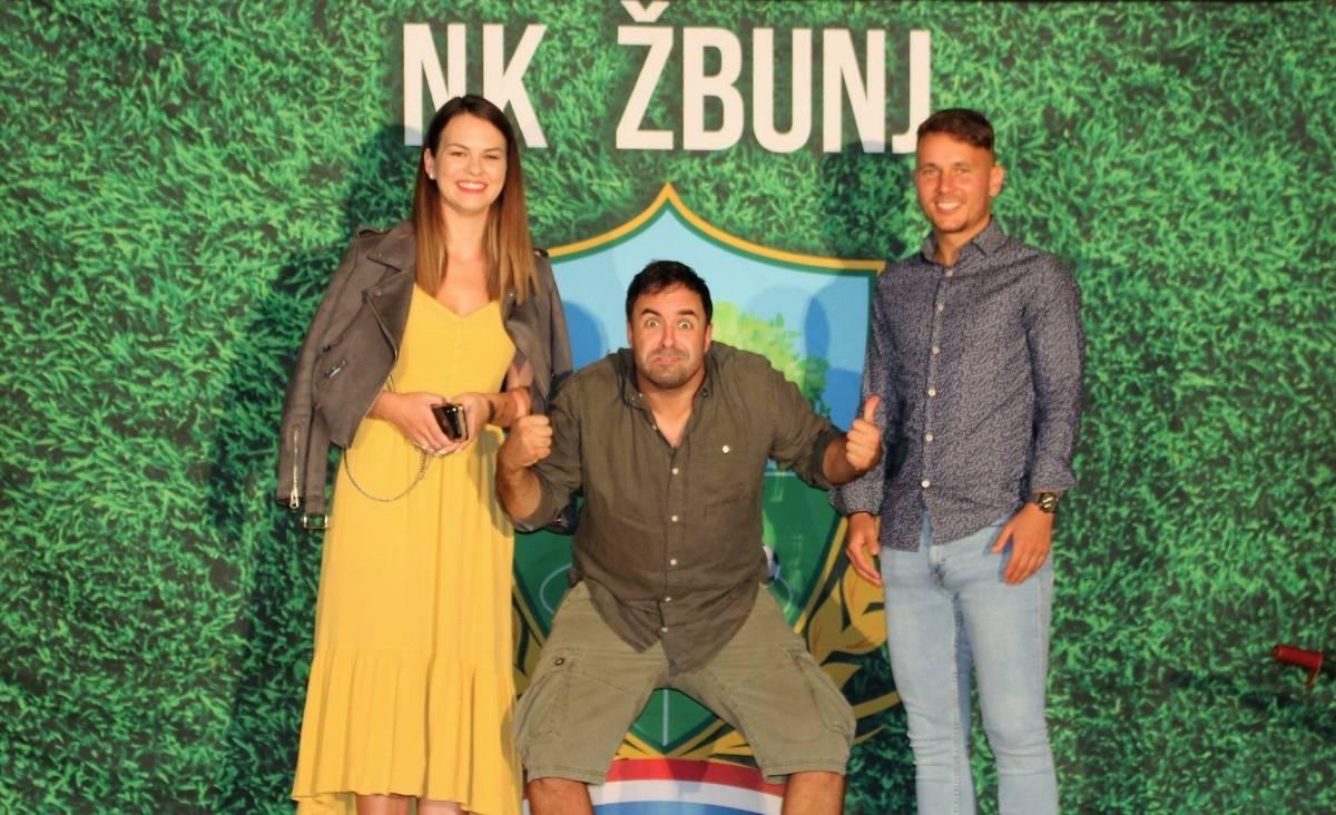 "Dan Grada Kutjeva:Predstava ""Krtice"" do suza nasmijala Kutjevčane"