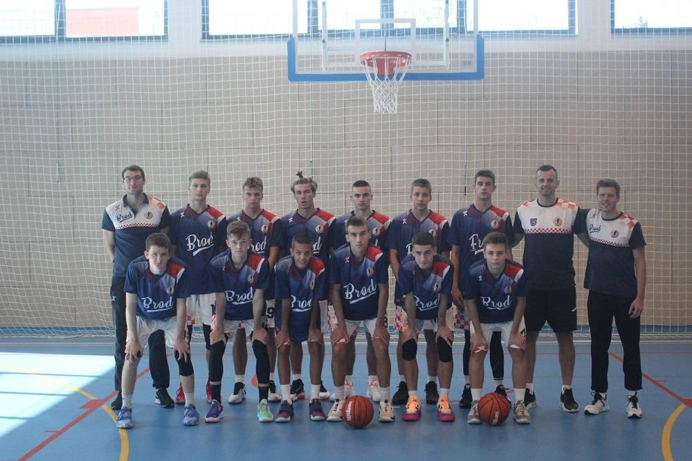 Odigran odličan košarkaški turnir povodom 20 godina Košarkaškog kluba Brod