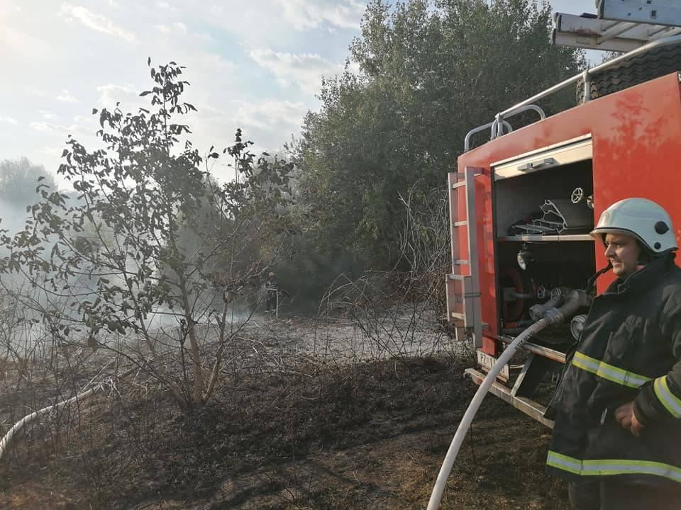 U dva požara izgorjela stabla, suha trava i raslinje